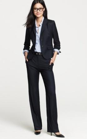 Suit với quần thay vì váy