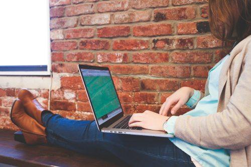 businesswoman-job-laptop-7352.jpg