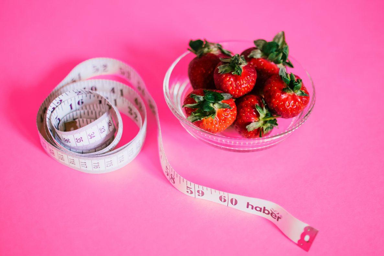 strawberries-and-measuring-tape-1172019.jpg